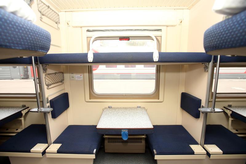 специализировался области боковушка в плацкарте фото стюардессы сканируют пассажиров