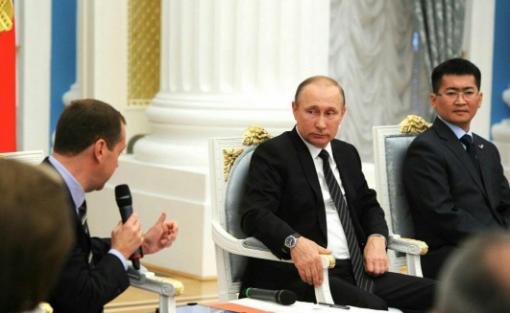 Медведев сдаст депутатский мандат